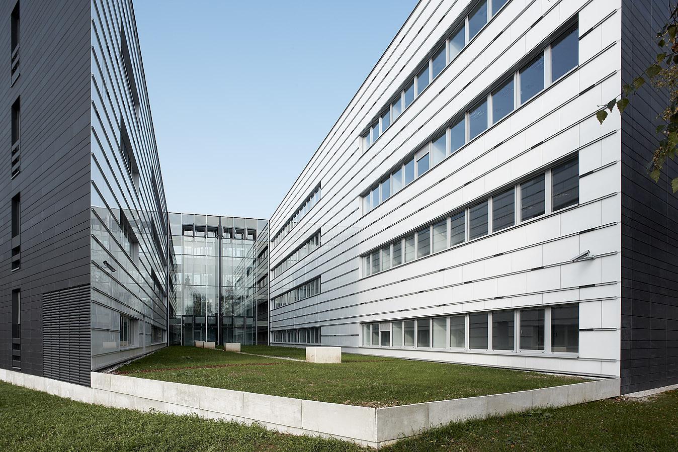 Commercial building Modri kvadrat